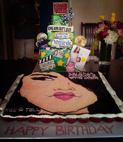 selena gomez house in la. Selena Gomez - Birthday cake!