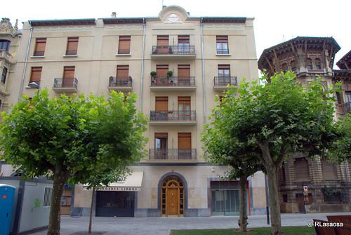 Edificio de viviendas en la Avenida de Roncesvalles, Pamplona.
