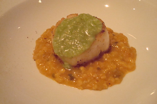 Scallops with oatmeal, parsley grits, and cinnamon