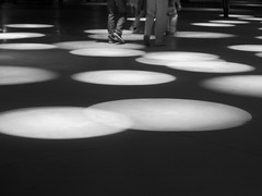 17. Immortel (Josean Prado) Tags: light shadow people bw luz movement gente sombra olympus bn bilbao argia e330 itzala lamusique dominiquea alhndiga dotsloops immortels cinq7