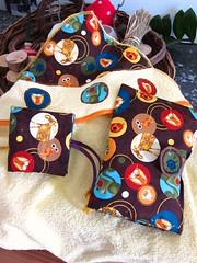 Conjunto toalha com capuz, porta-fralda e bolsinha porta-livro PIXI (Ciane Home & Kids by Savanna) Tags: new baby set buch kinder infantil toalha livros novas neu conjunto pixi tasche bolsinha portafraldas badtuch