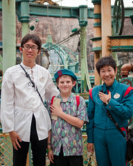Erick with 20000 Leagues Cast Members (Peter E. Lee) Tags: sea japan salute under cm erick jp chiba tokyodisneysea nautilus 2010 nakamura leagues 20000 tdr tokyodisneyresort castmember tokyodisneylandresort isogai disneyphotochallenge tdlr