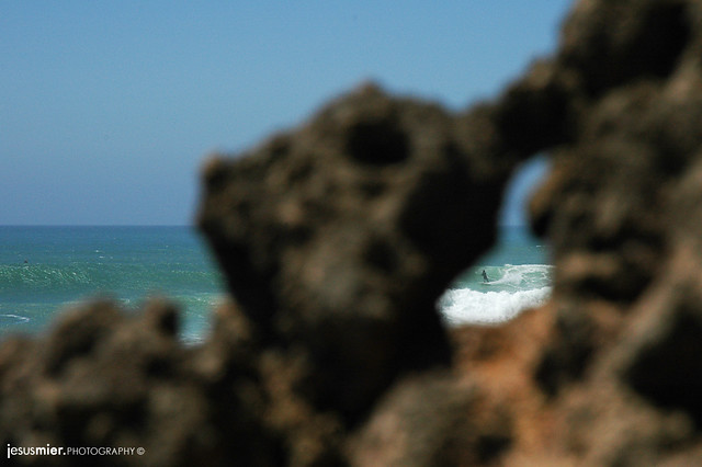 Surf en Ericeira / Between the rocks