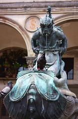 Hunter (Angel Salguero) Tags: street plaza italy bird fountain square florence calle italia fuente florencia firenze corrosion pjaro piazzasantissimaannunziata mithological mitolgico