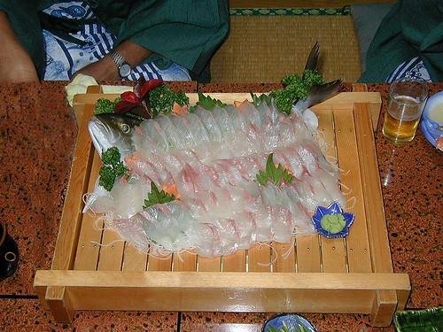 800px-Sashimi-dish_Yellow_tail_amberijack01