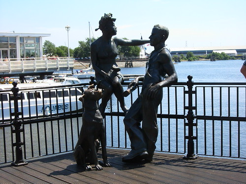 Statue Couple