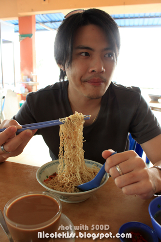 derek eating kolomee