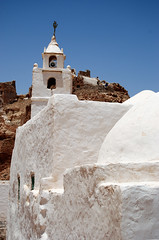 The White Mosque in Chenini Tunisia (Mohamed ben Othman) Tags: old city blue sky panorama cloud sun white tourism sunshine clouds landscape town village desert tunisia muslim scenic culture mosque hike exotic berber blank touristy heat discovery troglodyte herd chenini arid excursion discover tunisian ocher tatar sallow exoticism