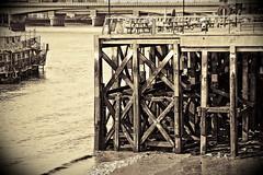 """En el muelle (Cathy_SBD) Tags: london sepia river muelle lomo nikon londres virado d40 """"flickraward"""" cathylerida"""