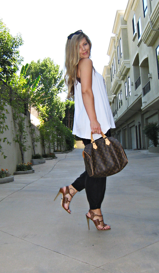 LAMB sandals+Louis Vuitton speedy bag+black and white outfit