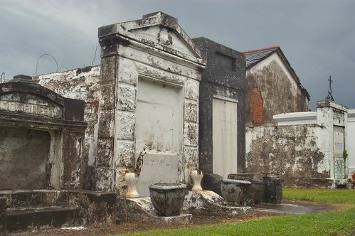 bywater_garden_district-saint_louis_cemetery_new_orleans