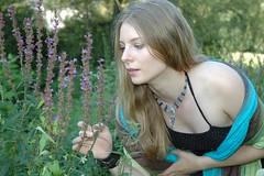DSC_9789 (Dorothee Rie) Tags: wood ballet girl field forest hair fun dance long dress outdoor feld blond violin blonde shooting fiddle wald mdchen ballett violine verkleiden geige spas