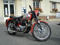 BSA A7 500cc 1956 (gueguette80 ... non voyant pour une dure indte) Tags: old bikes single british tourdefrance a7 picardie motos bsa motorrad somme anciennes anglaises longpre monocylindre gavap