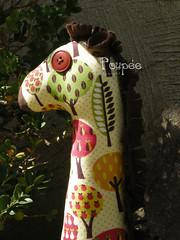 Filomena (Laura Poupe) Tags: laura tree art animal garden arbol boneco doll soft arte artesanato jardin craft fabric jardim giraffe mueco arvore girafa artesania girafe tecido poupe laurapoupee
