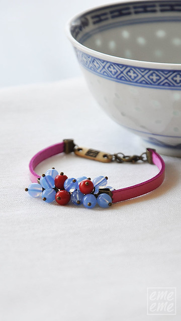 Fuchsia bracelet with blue and red glass beads