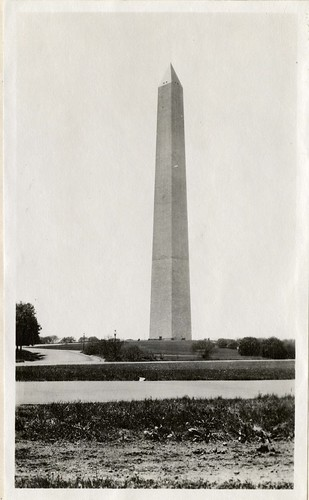 Washington Monument, 1919, by Martin A. Gruber, Black-and-white photograph, Smithsonian Institution