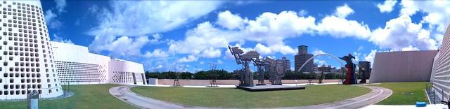 沖縄県立博物館なま。今日も強烈な青空☆