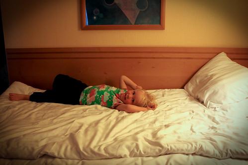 Mys i hotellsängen