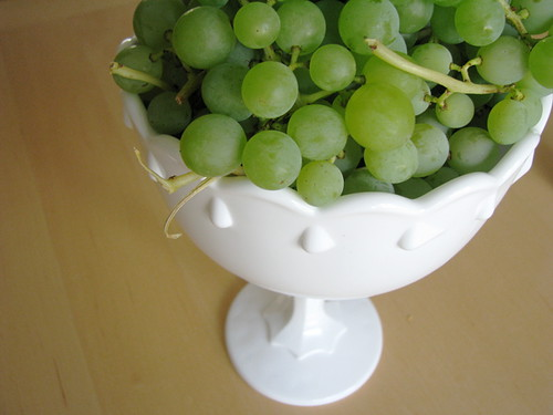 top--new bowl with grapes