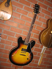 CLAUD TIGER LILI GIBS ES335 (claudy pairoux) Tags: guitars gibson collector