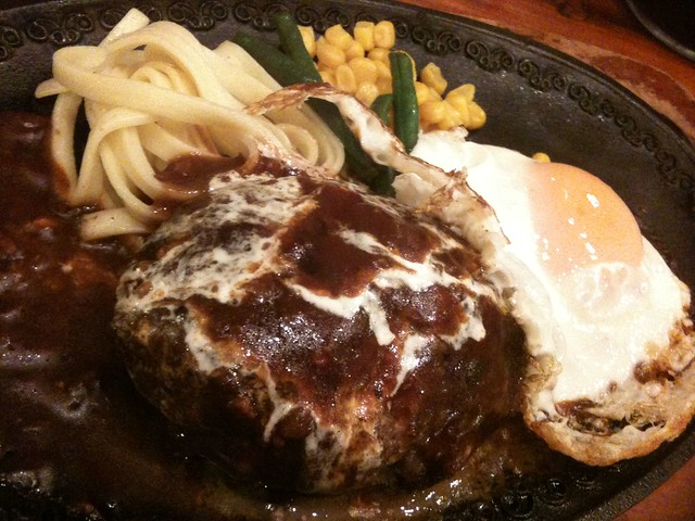浅草モンブランのハンバーグ(ロシア)うまいわー。肉肉しくて。