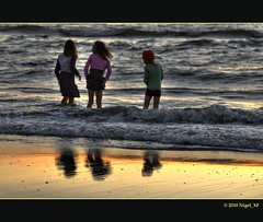 ... on the beach (nigel_xf) Tags: sunset sea beach netherlands strand coast nikon meer sonnenuntergang nigel wassenaar niederlande kste abendstimmung duinrell nikond300 nigelxf