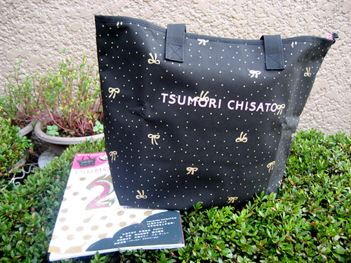 TSUMORI CHISATO 2010-11 AUTUMN&WINTER COLLECTION MAGAZINE