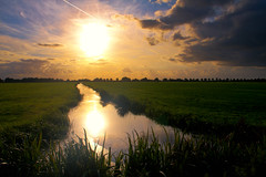 the dutch sunset (drbob97) Tags: lighting light sunset sky sunlight holland color reflection water colors dutch grass clouds canon dark utrecht ray nederland meadow wolken netherland stunning gras aa sunbeams shinning ter drbob thegalaxy 40d oltusfotos artofimages bestcapturesaoi tripleniceshot elitegalleryaoi mygearandmepremium mygearandmebronze mygearandmesilver mygearandmegold mygearandmeplatinum mygearandmediamond drbob97 dblringexcellence