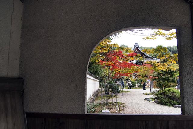 20101114_110023_秋篠寺