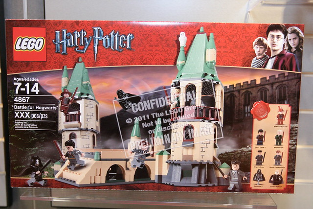 LEGO Toy Fair 2011 - Harry Potter - 4867 Battle for Hogwarts - 01