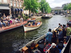 Bands in the canals during Woodstock-on-Wheels festival (Leiden, The Netherlands 2017) (paularps) Tags: arps paularps netherlands nederland culture cultuur wow woodstockonwheels leiden europa europe grachten canals stadsbrouwhuis stadsbrouwhuisleiden beer bier café brewery