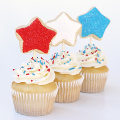 4th of July Cupcakes (Glorious Treats) Tags: blue red white cookies star cupcakes mini 4thofjuly independanceday cookietoppers