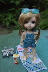 """Poppy """"Check me out, I look awesome"""" (Lawdeda ) Tags: yellow cat fun version barbie special suit jumper bathing lami lati voltios"""