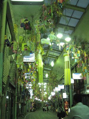 尾道 本通り商店街に、七夕飾りがスタート!土曜夜店でさらに華やかに