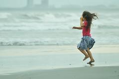 Shounan_Cloudy_day_40 (ajari) Tags: sea portrait beach silhouette japan kids spring nikon child action human  sanpo kanagawa    shonan    d300     afsvrzoomnikkored70300mmf4556gif