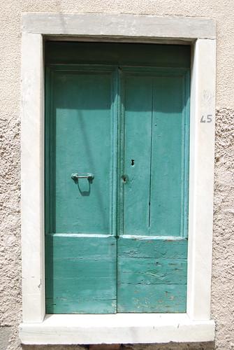 184/365 Closing the aquamarine door