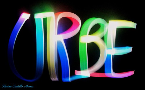LightPainting Tutorial - Light Graffiti Urbe de KarinaAlexandraCastilloArmas, sur Flickr