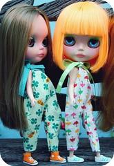 Umbrellas and Bees (Teka e Fabi) Tags: bonecas dolls mango custom umbrellas jumpers clovers euquefiz trevos mademyself blythes guardachuvas feitopormim tekaefabi macaces
