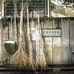 Straight Sweep (jacob schere [in the 03 strategically planning]) Tags: urban green geometric wet sign japan metal wall square tokyo geometry decay metallic jacob shapes bamboo communication study pan geometrical mold dust shape lucid exploration b