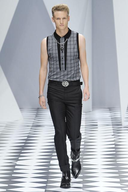 Alexander Johansson3120_SS11_Milan_Versace(VOGUEcom)