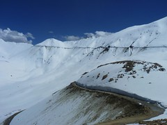 07SLM - View near Khardungla Pass (Wold's Highest Motorable road at 18380 ft) (P S M) Tags: india snow north kashmir leh ladakh