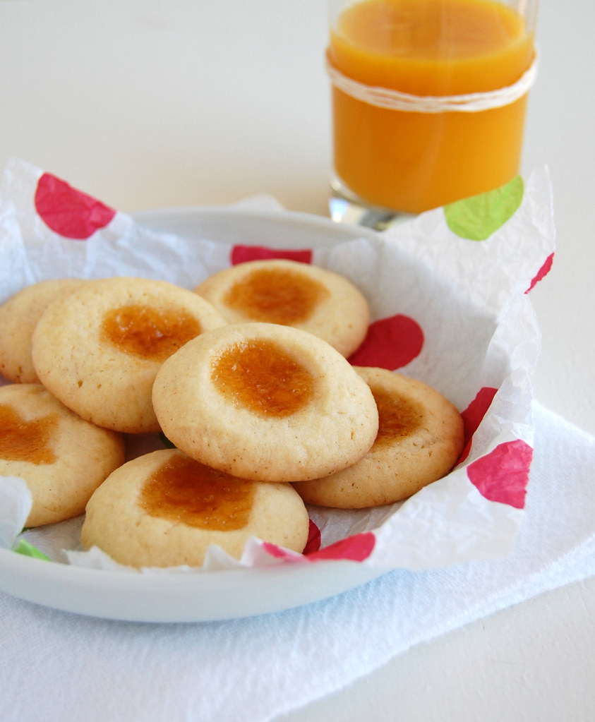 Apricot thumbprint cookies / Biscoitinhos de geléia de damasco