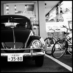 Konbini parking (Eric Flexyourhead) Tags: old bw classic car japan vw volkswagen blackwhite parkinglot parking beetle bikes 11 66 bicycles german   osaka kansai mino type1 minoh minoo konbini  sigmaaf30mmf14exdchsm  minoshi olympuse3