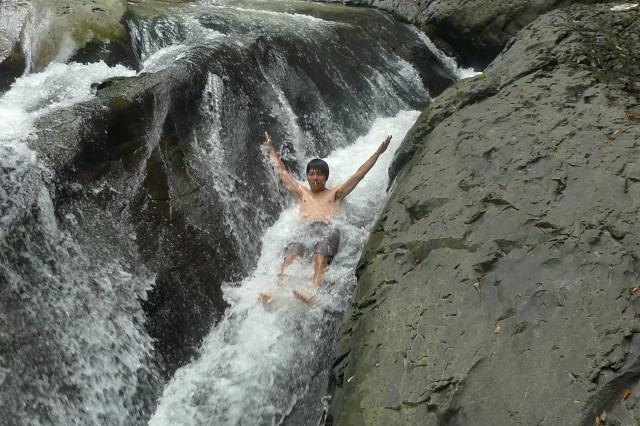 幽靈瀑布-天然滑水道