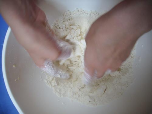 le plaisir de pétrir la pâte du bout des doigts