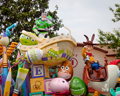 Buzz and Woody with Bunny Ears (Peter E. Lee) Tags: rabbit japan easter buzzlightyear woody ears disney parade jp chiba pixar bullseye float rex bunnyears toontown 2010 easteregg tdr tokyodisneyresort tokyodisneylandresort lgms tokyodisneylandpark disneyphotochallenge tdlr easterwonderlandparade