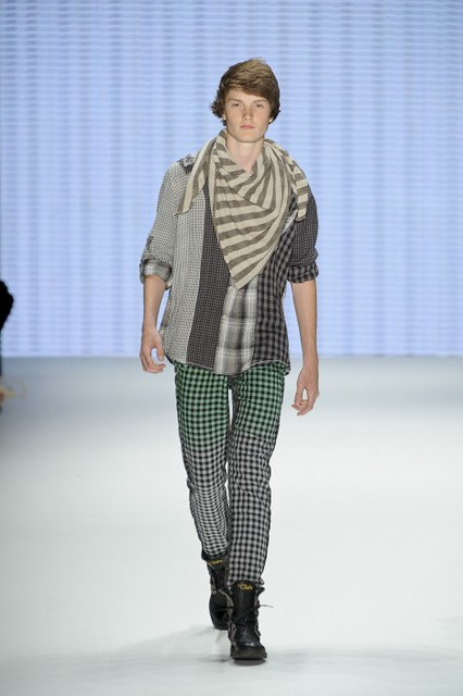 Frederik Thomsen3007_SS11_Berlin_ Custo Barcelona