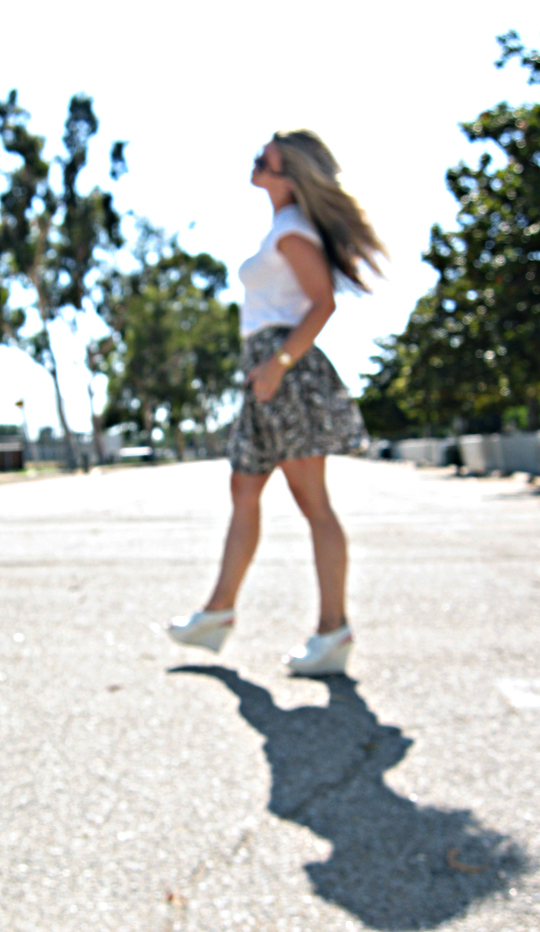 outfit+vera wang shoes+oxford wedges+leaf print skirt+wind in hair