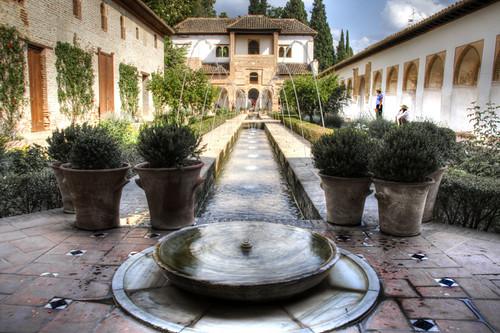 Alhambra. Patio de la acequia. Generalife