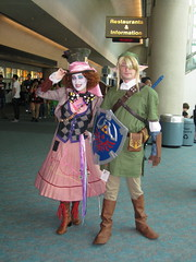 Female Mad Hatter and Link (Kelson) Tags: costumes comics sandiego cosplay link cons zelda comiccon madhatter cci timburton aliceinwonderland sdcc comicconinternational comiccon2010 sdcc2010 cci2010